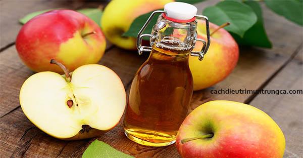 Trị mụn đầu đen bằng mật ong và táo