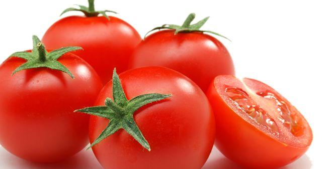 Trị mụn trứng cá ở tuổi dậy thì bằng cà chua