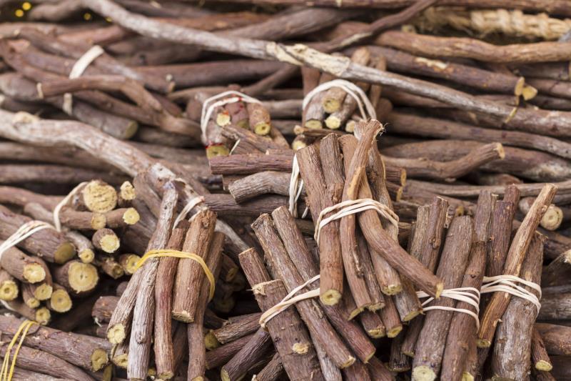 Khử mùi hôi nách bằng rễ cây cam thảo