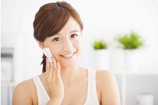 Chăm sóc da mặt trị mụn cám ở cằm, trán và mũi