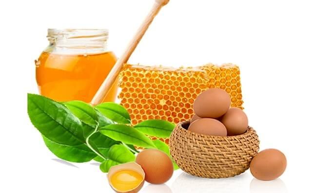 Lột mụn cám bằng lòng trắng trứng gà và mật ong