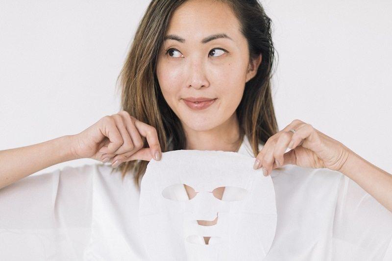 Đắp mặt nạ dưỡng da căng mịn của phụ nữ Hàn