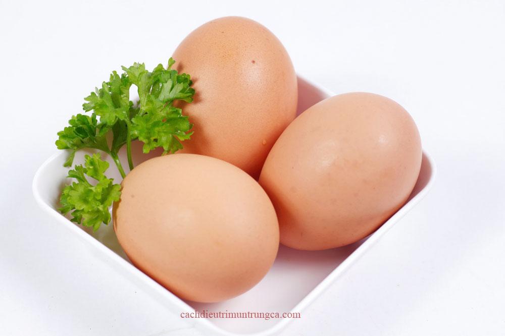 Mặt nạ trị mụn đầu đen bằng trứng gà luộc