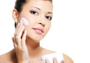 Dướng ẩm là cách chăm sóc da mụn nên áp dụng