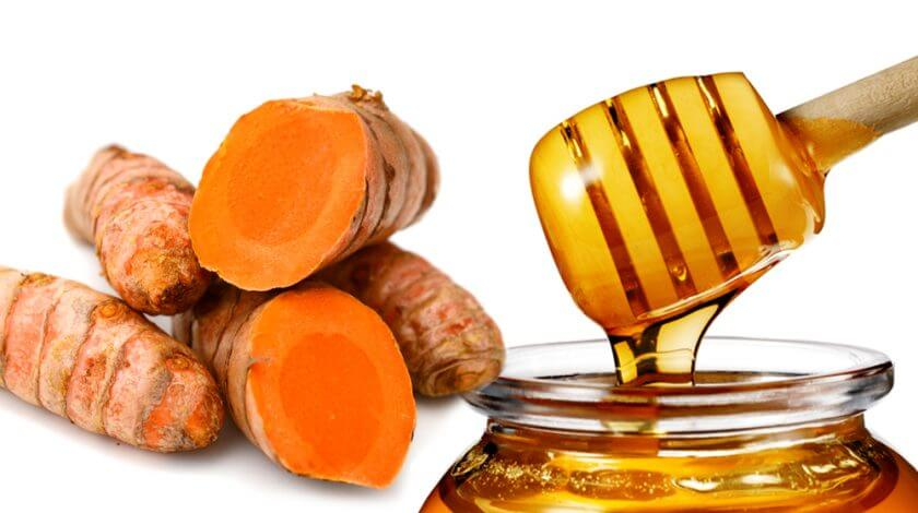 Cách trị mụn bằng nghệ tươi và mật ong
