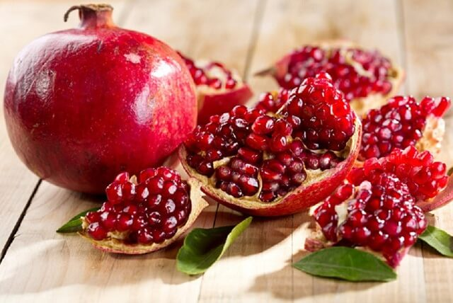 Quả lựu - Loại trái cây là địch thủ của mụn