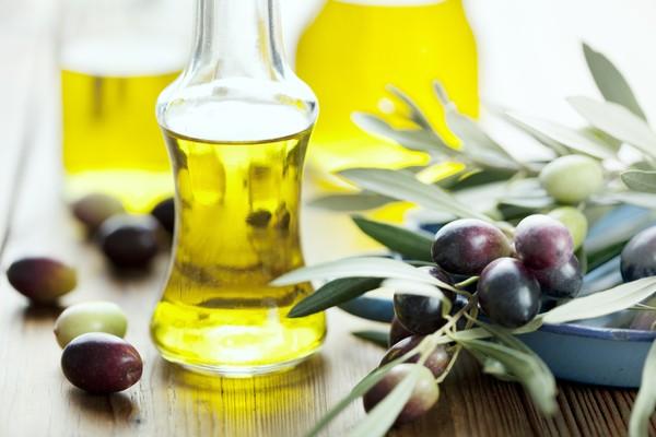 Dầu oliu dưỡng da nên dùng loại nào ?