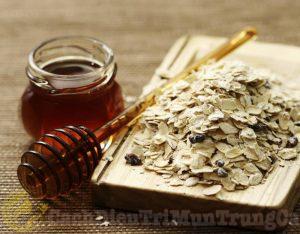 Kem trị mụn bọc bằng bột yến mạch và mật ong