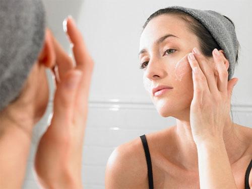 Dưỡng ẩm cho da mặt bị khô
