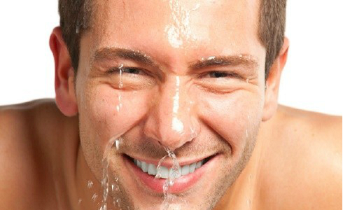 Làm sạch da mặt ở nam giới