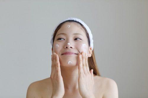 Dưỡng ẩm để chăm sóc da mặt ban đêm