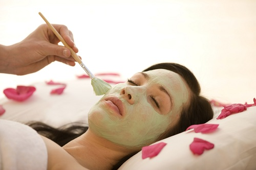 Chăm sóc da mặt ban đêm bằng mặt nạ