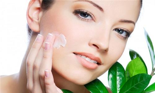 Chăm sóc da mặt chống lão hóa bằng việc dưỡng ẩm da