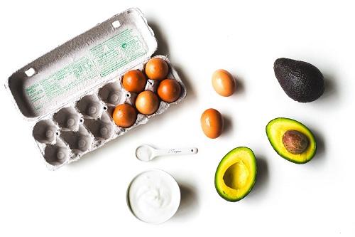 Mặt nạ trị mụn từ quả bơ và lòng trắng trứng