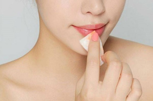 Loại bỏ trang điểm là cách chăm sóc da mặt của người Hàn Quốc