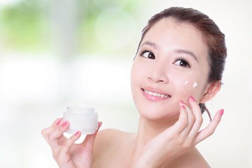 Dưỡng ẩm da là cách chăm sóc da vào mùa đông