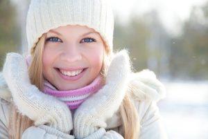 Thoa kem chống nắng để chăm sóc da vào mùa đông