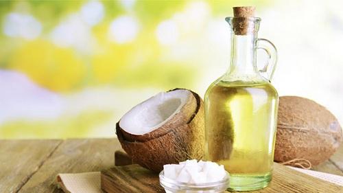 Mặt nạ trị mụn và dưỡng trắng da từ dầu dừa