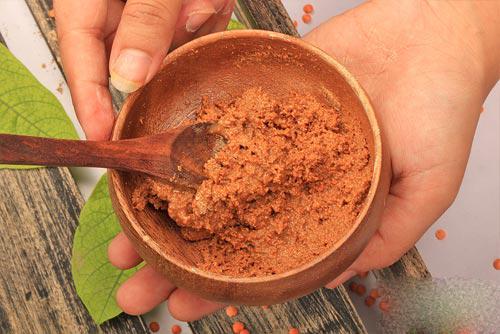 Mặt nạ trị mụn và dưỡng trắng da từ bột gỗ đan hương và lô hội