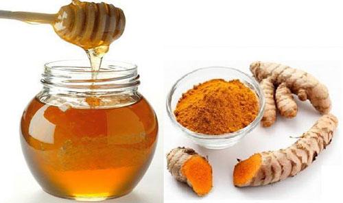 Làm mặt nạ trị mụn và dưỡng trắng da từ mật ong và nghệ