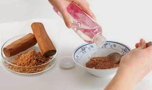 Chăm sóc da mặt bị nám với bột gỗ đàn hương
