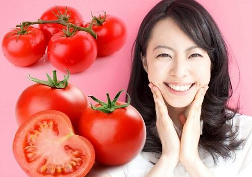 Trị mụn trứng cá đỏ ngứa và sưng bằng mặt nạ cà chua