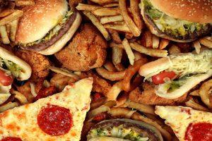 Thực phẩm nên tránh khi bị thâm mụn