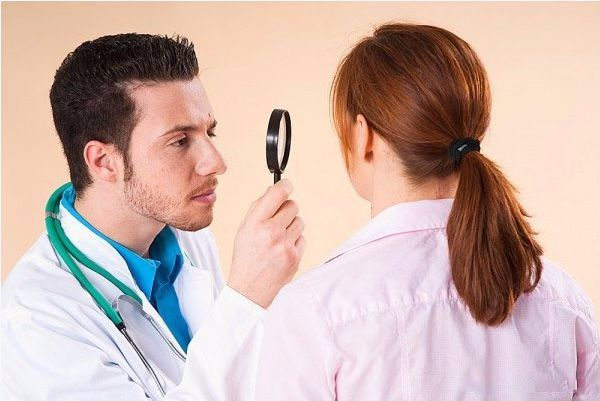 Trị mụn mủ theo hướng dẫn của bác sĩ chuyên khoa