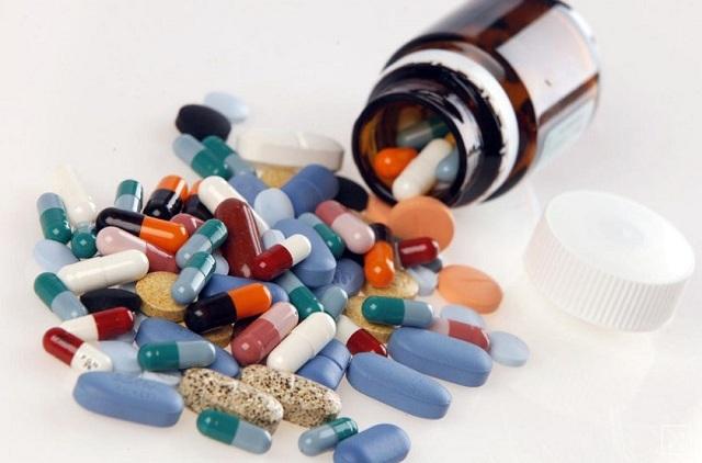 Lạm dụng thuốc cũng là một trong những nguyên nhân gây mụn trứng cá
