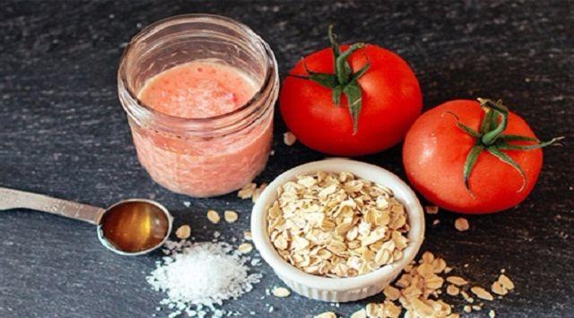 Trị mụn cám ở trán bằng cà chua và bột yến mạch