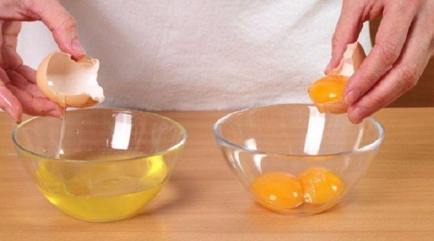 Trị mụn cám ở cằm và má bằng lòng trắng trứng gà