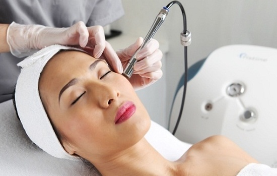 Trị mụn bằng laser không đúng cách khiến da bị hư, bỏng