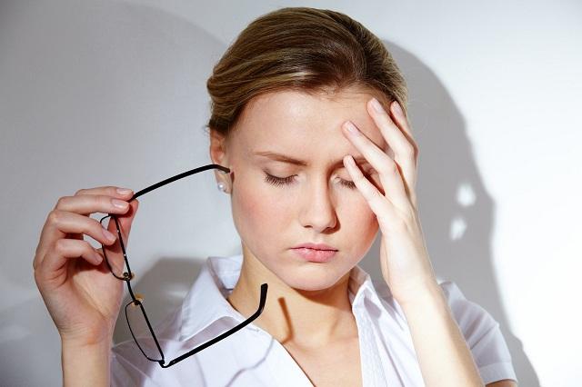 Tâm lý căng thẳng khiến nội tiết tố rối loạn dẫn tới mụn cám, mụn đầu đen